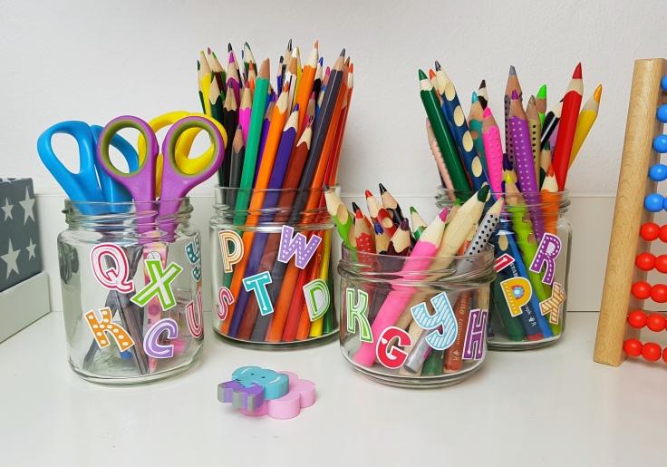 Altglas Aufbewahrung Kinderzimmer Schreibtisch
