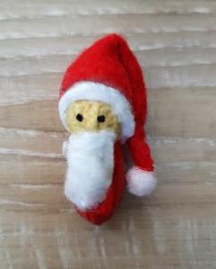 Basteln mit Erdnüssen Weihnachtsmann
