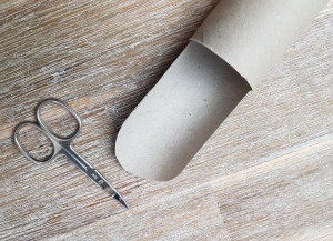 Kugelbahn aus Papierrollen basteln